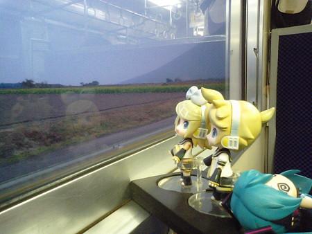 西大山駅に停車、JR最南端駅です。今回は素通りします。 相変わらず...