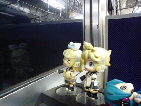 頴娃駅に停車。 リン:「えいッww」 レン:「……」 リン:「……え...