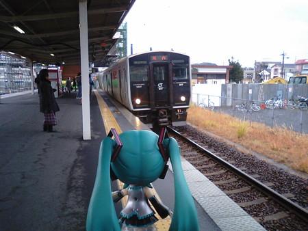 ミク:「では、鉄路に復帰です♪ 電車、4分遅れですね」 ■伊集院 1...