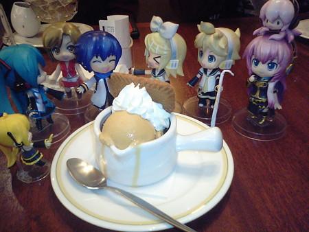 兄:「食後のデザートは当然、アイスだよな!!」 リン:「ひゃはは、...