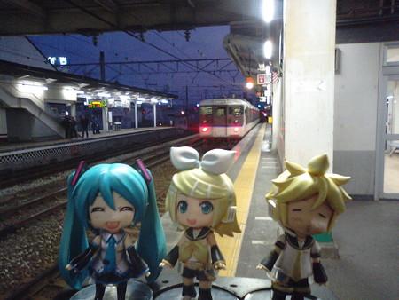 倉敷駅に到着。混雑必至の岡山駅を避けて、手前の倉敷駅で、相生行き...