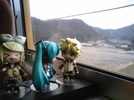 三石→上郡間。 リン:「兵庫県に入ったぉ!」 レン:「おはよー」 ミ...