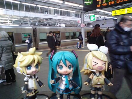 リン:「大阪駅、到着到着ぅー♪♪」 ミク:「続いて、大阪環状線内回...