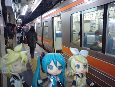 ミク:「大垣駅に到着です」 リン:「ここでいよいよ、『ながら』に乗...