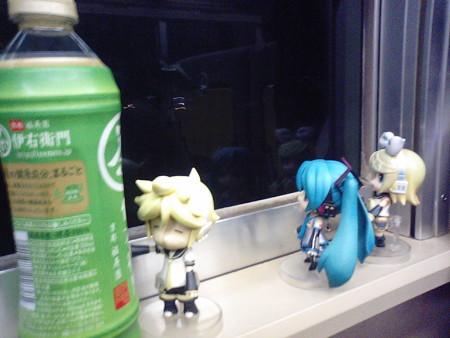 大垣→岐阜間。 リン:「窓側っていうのは嬉しいよね♪」 ミク:「う...