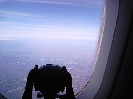 離陸後7分。 ミク:「わぁぁ、遠くに富士山見えますよ! てか、富...