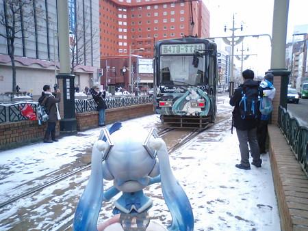 雪ミク:「今年も春まで、雪ミク市電頑張ってねー♪♪」