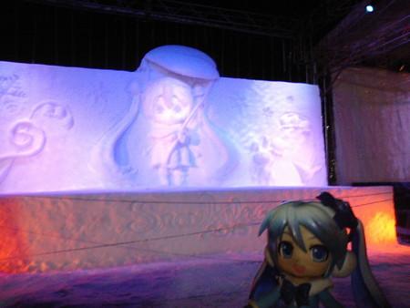 そしてもう一度、雪ミク雪像のプロジェクションマッピング!! 雪ミ...