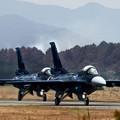 写真: F-2 タキシング