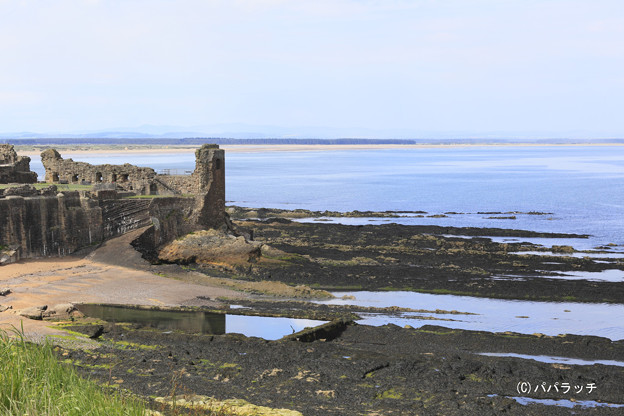 廃墟のセント・アンドリュース城と海