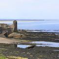 Photos: 廃墟のセント・アンドリュース城と海