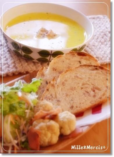 自家製クルトンでスープna朝食