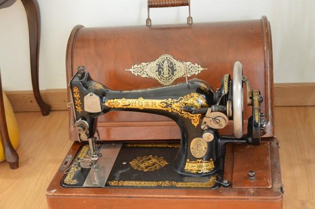 sewing machine -1