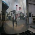 写真: 工場見学をするボク