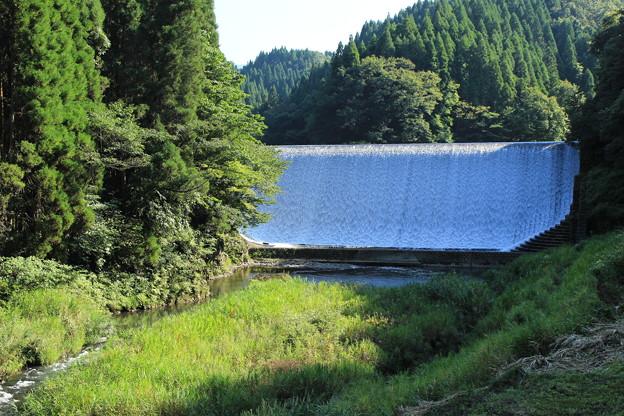 白水ダム遠景