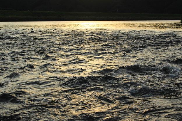 写真: 川・夕景