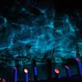 写真: 青い光