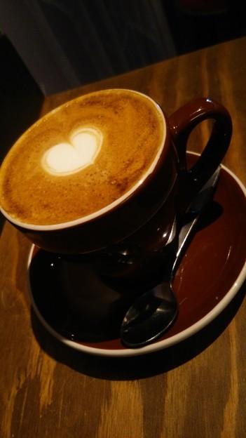 仕事終わりに原宿にあるコーヒーショップ、ザ・ロースタリーでモーニングコーヒー。カフェラテ頼んだけど、めっちゃうまうま(*´∀`)