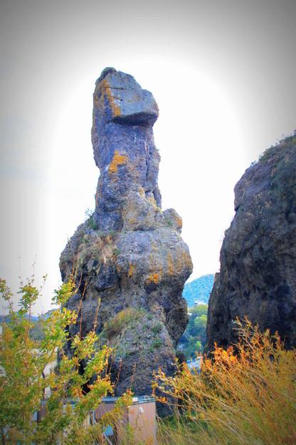 写真: 知床のゴジラ岩