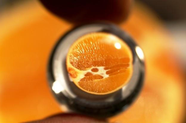 ビー玉にオレンジ