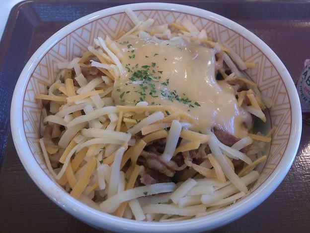とろ~り3種のチーズ牛丼
