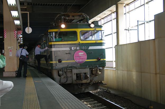 s7024_トワイライトエクスプレス_運転手交代_金沢