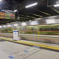 Photos: s5175_高槻駅1番線ホーム保護バー_列車走行中