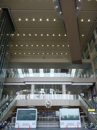 110416-17 大阪駅 (40)