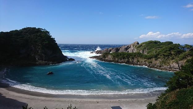 台風22号の翌日の海
