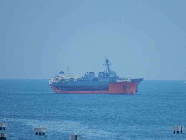 軍艦を運ぶ船