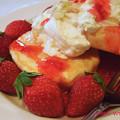 写真: 苺のパンケーキ