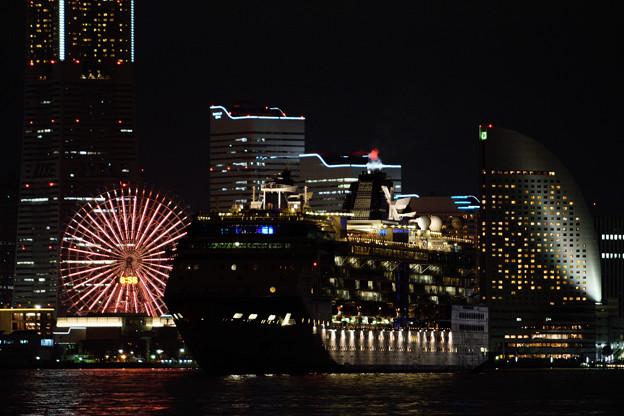 セレブリティ・ミレニアム今年最後の横浜港出港