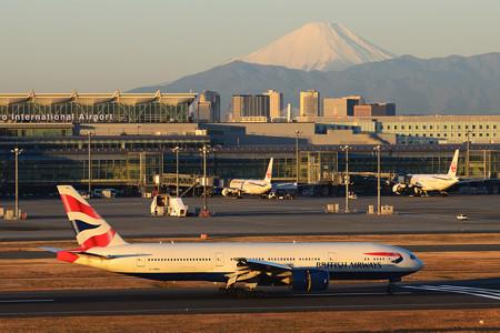 日本の山と英国の飛行機