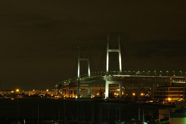 横浜ベイブリッジ夜景 白