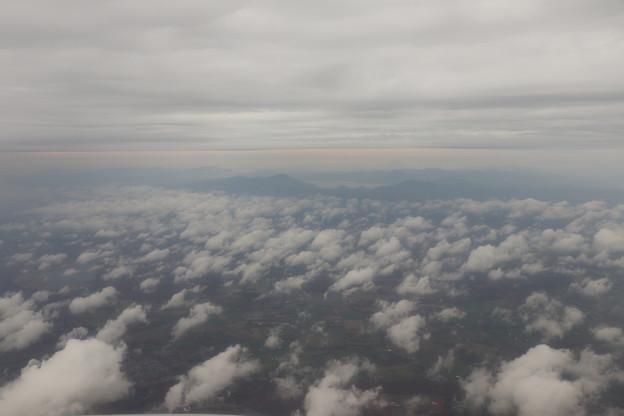 積雲と高層雲と支笏湖と