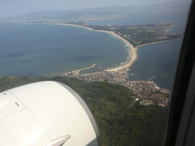 志賀島上空から海ノ中道を望む