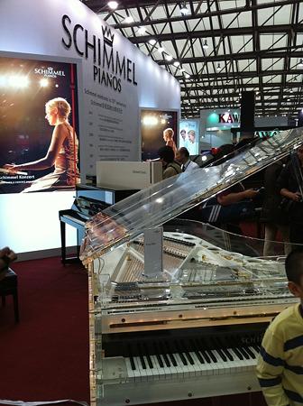 シンメルクリスタルピアノ