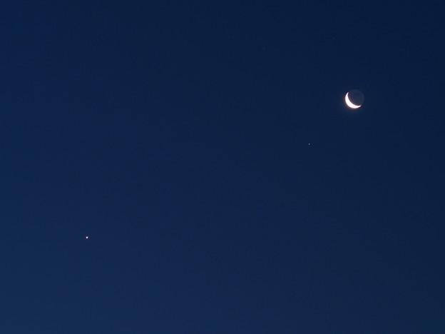 写真: 月と金星(7月20日)