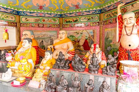 色々な仏像がいっぱい