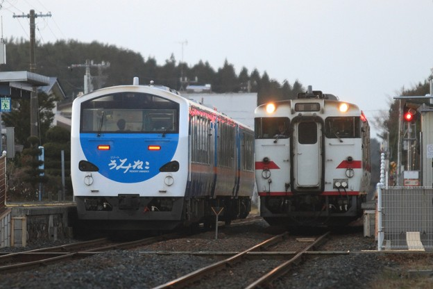 夕暮れの列車交換