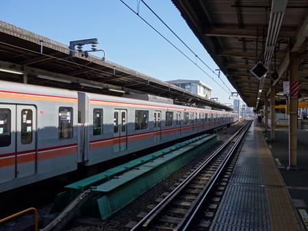 総武線中野駅 (中野区中野)