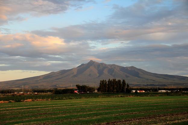 写真: 斜里岳を望む