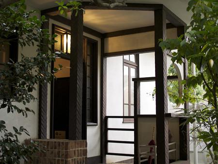 小出邸玄関