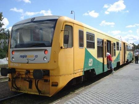スラヴォニツェ行き列車(テルチ駅)(1)