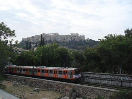 古代アゴラ前の地下鉄(2)
