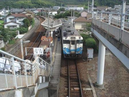 池谷駅跨線橋から見た高徳線ホーム