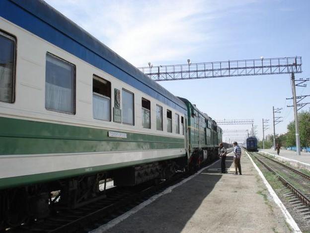 N56列車(ウルゲンチ駅)(1)