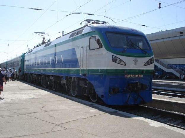 タシケント駅に到着したN9列車