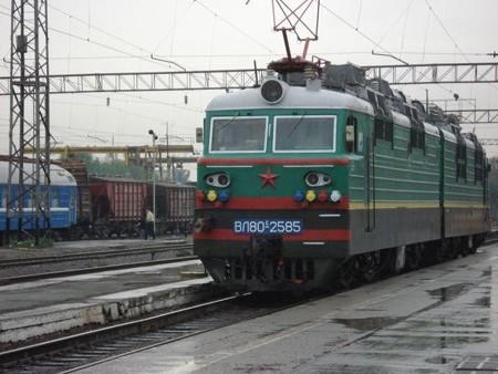 11列車を牽引する機関車