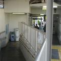 兵庫県宝塚市の阪急清荒神駅の白ポストと周囲。下り側改札内にあり、上りで着いたら使えない。(2014年)
